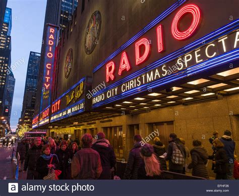 lining up for radio city music hall christmas spectacular