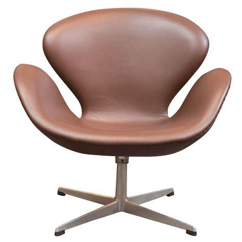Arne Jacobsen Swan Chair At 1stdibs Swan Swivel Chair