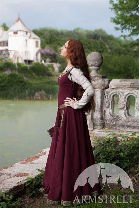 medieval dress greensleeves  noblewomen