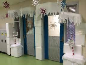 How To Make Winter Wonderland Decorations - winter wonderland classroom door decoration i had many styrofoam coolers i used a styro cutter