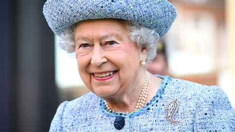 the queen of the queen elizabeth royal household looking to hire decorator today com