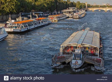 bateau mouche paris france paris bateaux mouches stock photos paris bateaux mouches