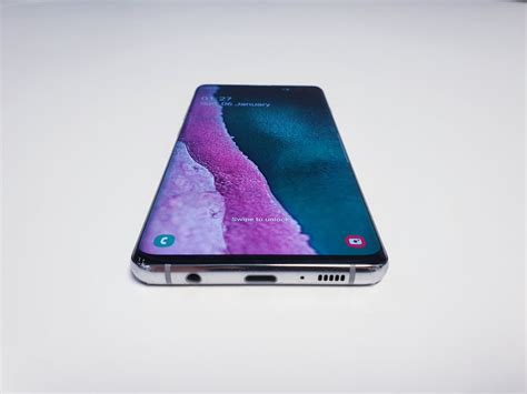 samsung galaxy s10 on and photos