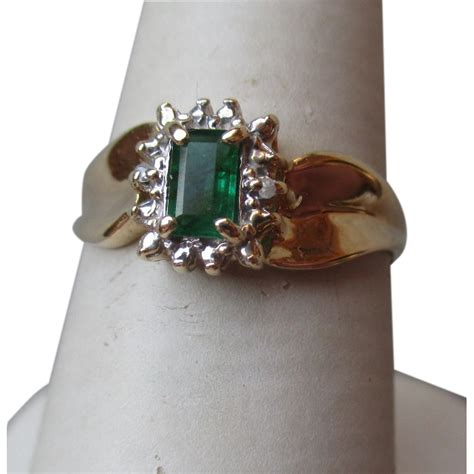 beautiful 10k gold and emerald ring from diamondantique on