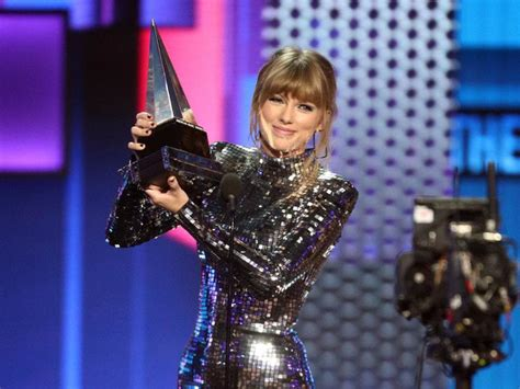 taylor swift ama awards 2018 youtube american music awards 2018 m 224 n trở lại b 249 ng nổ của taylor