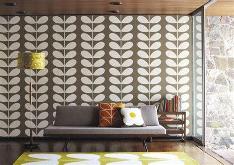 tappezzeria anni 70 carta da parati per arredare le pareti in soggiorno