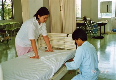 making a bed hotel mgmt bed making process