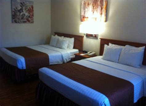 accessible room accessible room beds picture of best western mountain inn tehachapi tripadvisor