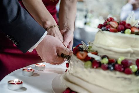 Wedding Cake Cutting by Cake Cutting Song Ideas Articles Easy Weddings