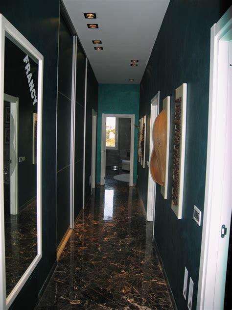 armadi colorati foto corridoi colorati con armadi in tinta di edil leanza