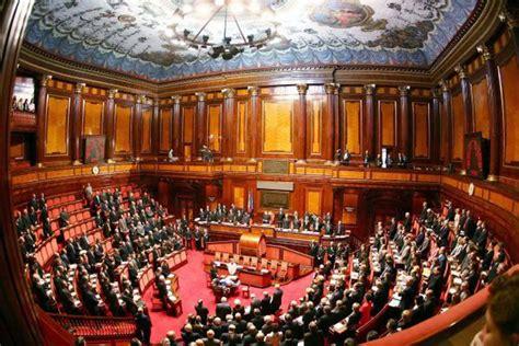 sede senato italiano bacio al senato andrea maccarrone fa outing quot ero io