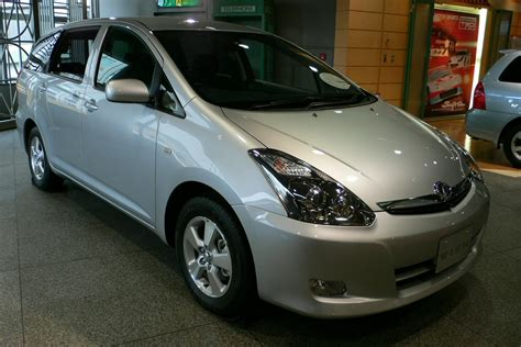 toyota wish file toyota wish 02 jpg wikimedia commons