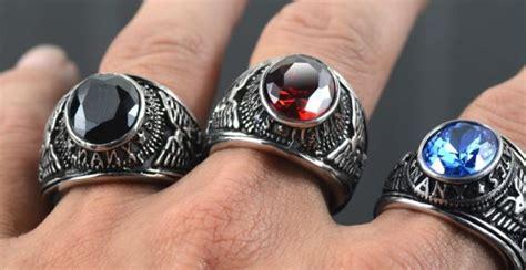 dilarang memakai cincin di jari tengah telunjuk