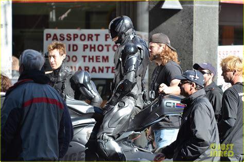 film robot policier robocop nouvelles photos du cyberflic joel kinnaman sur
