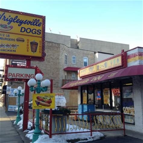 wrigleyville dogs wrigleyville dogs 46 photos dogs wrigleyville chicago il united states