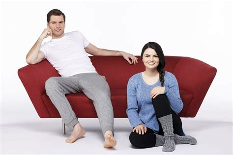 positions on couch tebak hubunganmu dengan pasangan berdasar posisi duduk
