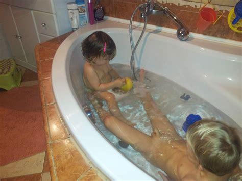 Icdn Ru Imgsrc Nude Boy Bath Gallery My Hotz Pic