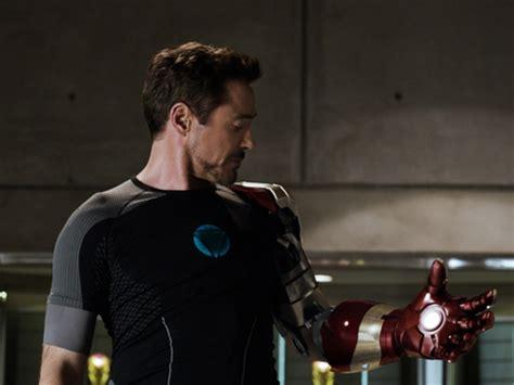 tony stark suits tony stark remotely suits up in new iron man 3 tv spot
