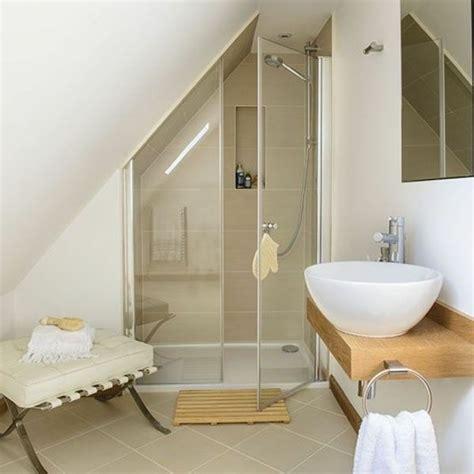 une salle de bain sous pente ou sous combles en 52 photos photos