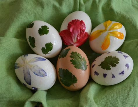 How To Decorate Eggs | how to decorate easter eggs using flowers and foliage