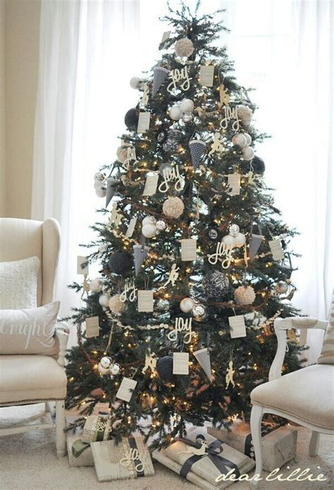 Silver Tree Decor by 37 Awesome Silver And White Tree Decorating
