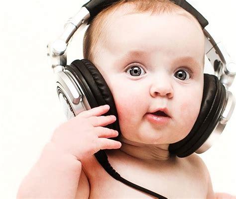 Headphone Lucu foto bayi dengan headphone lucu imut menggemaskan