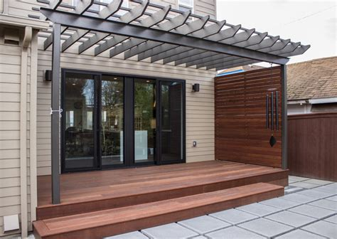 Patio Privacy Screen Meranti Decking And Privacy Screen Contemporary Patio