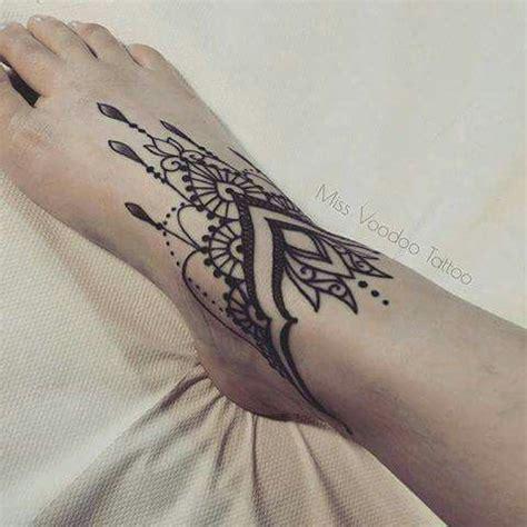 miss voodoo tattoo avis 220 ber 1 000 ideen zu voodoo tattoo auf pinterest puppen