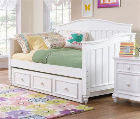 White Trundle Daybed Size Daybed With Trundle Storage And White Nightstand Daybeds Pinterest Size