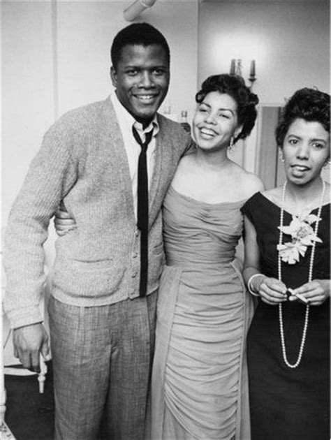 Sidney Poitier and Family gather for 90th Birthday photo