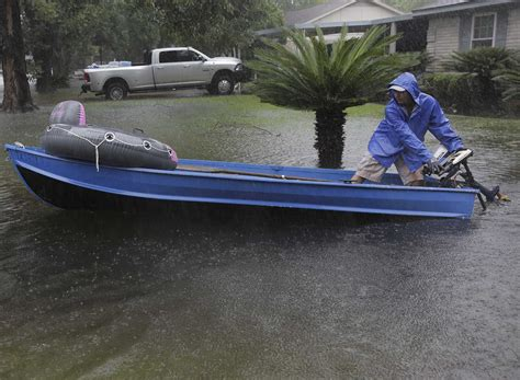 bass pro shop boats texas bass pro shops donate boats to harvey rescue efforts in