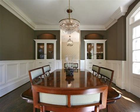 Pictures Of Dining Rooms With Wainscoting by Best 25 Chair Rail Molding Ideas On