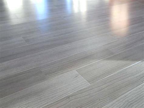 Unbelievable Flooring And Decor Gray Tone Laminate Flooringgrey Wood Grain Flooring Light