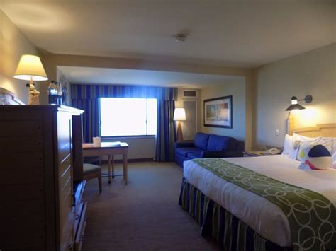concierge level room concierge level king room with park view picture of disney s paradise pier hotel anaheim