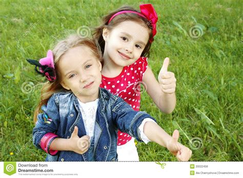 158 best images about my little girl on pinterest dibujo two little girls friends thumbs up stock photo image