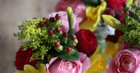 17 apart floral arrangement with frog lids
