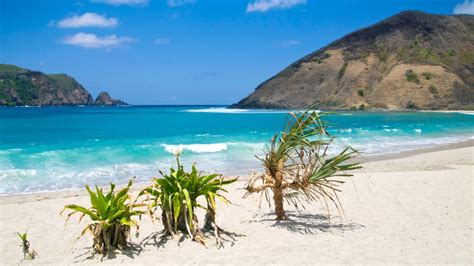 best beaches lombok 15 things you should see on lombok travel about