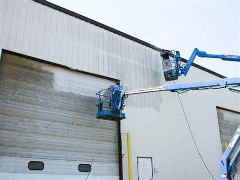 Power Wash Garage by Pressure Washing Garage Doors Don T Make These Mistakes