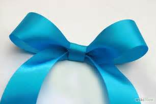 make a bow out of a ribbon how to make make a bow and bows