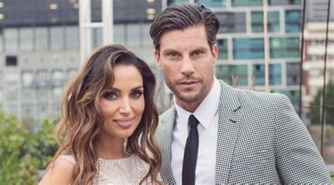 sam wood snezana markoski are engaged yahoo7 be tim robards and anna heinrich shopping wedding pictures