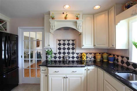 backsplash for black granite and white cabinets black countertops white cabinets backsplash deductour com