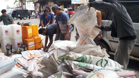 Karung Bulog Surabaya beras bulog dikemas beras bermerk agar bisa dijual lebih