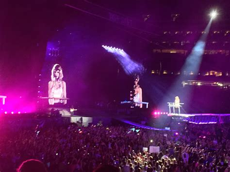 taylor swift tour july 11 taylor swift s 1989 world tour at metlife friday july