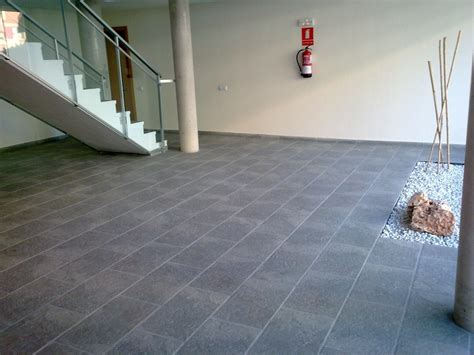 pavimento ceramico foto pavimento cer 225 mico de construcciones y reformas e