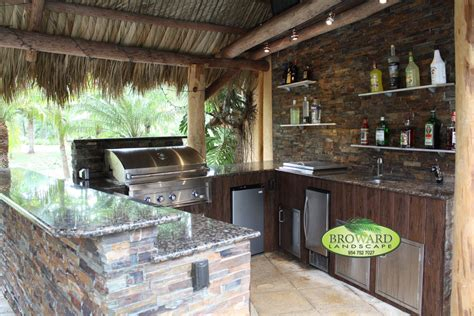 10 custom outdoor kitchen designs