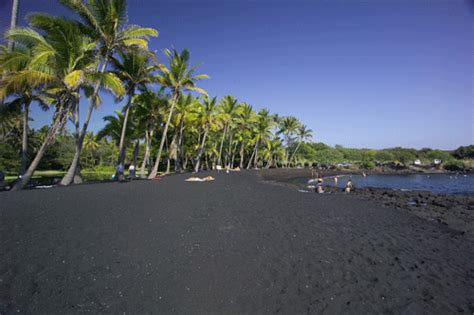 black sand beaches hawaii hawaiian honeymoons the big island overview activities