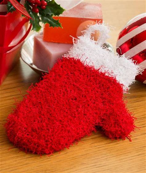 heart mittens pattern holiday mitten scrubby free knitting pattern in red heart