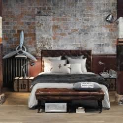 bout de lit capitonn 233 cuir vintage maisons du monde