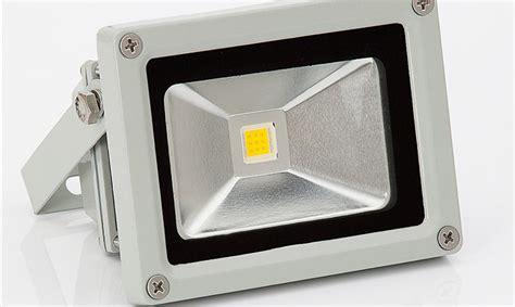 pannelli led per illuminazione faro led con pannello solare per illuminazione esterna e