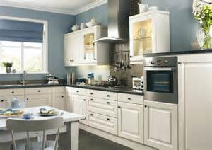 Kitchens With Different Colored Cabinets - farbe f 252 r k 252 che k 252 chenwand in kontrastfarbe streichen